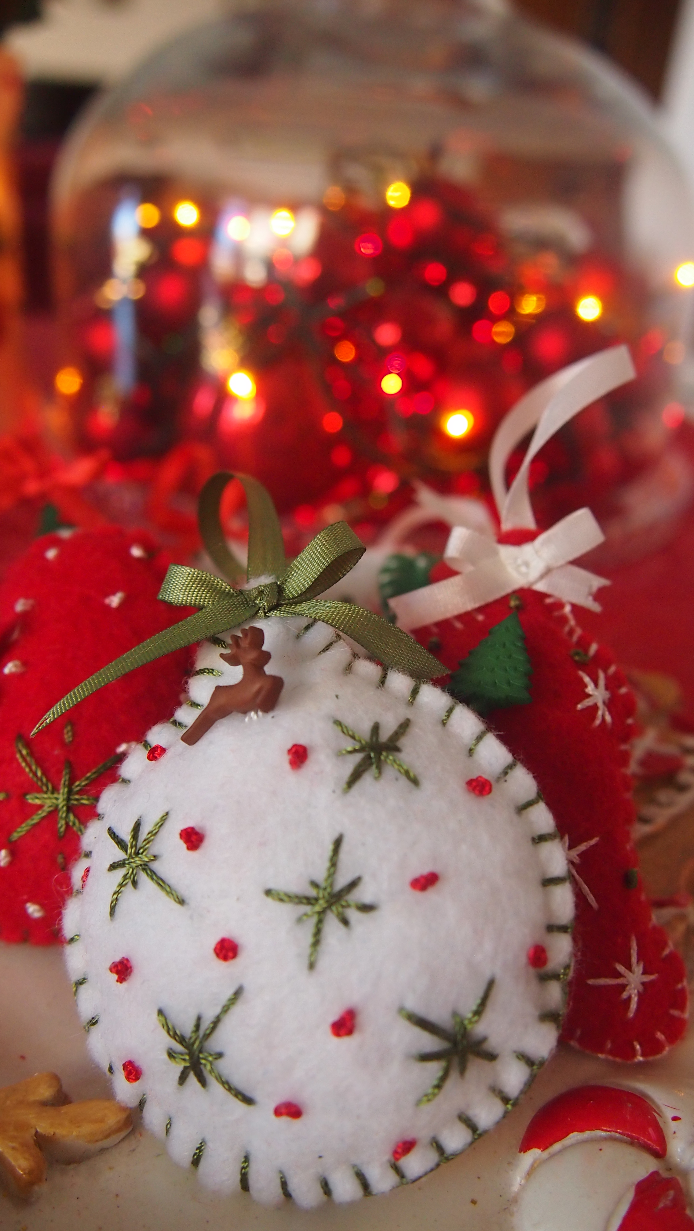 Felt christmas ornaments everything 4 christmas - How to make felt christmas decorations ...